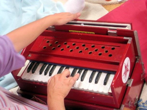 Ana Nery tocando
