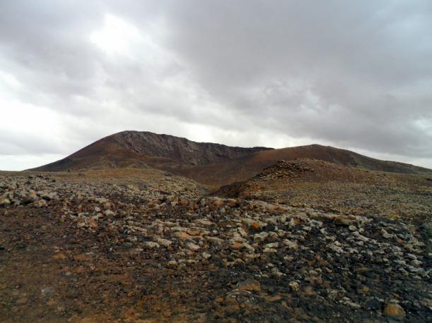 Montañas con el crater al fondo