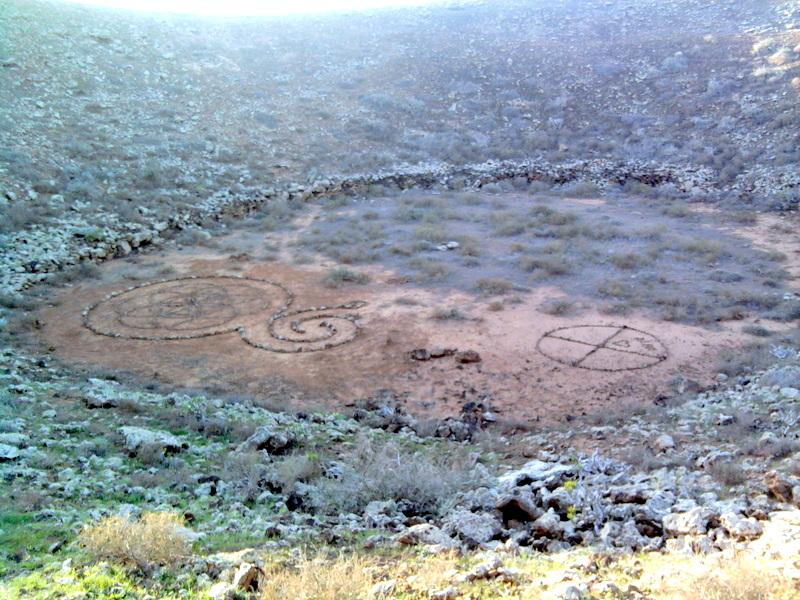 Volcan de d. David con la Flor de la Vida y la Rueda medicinal