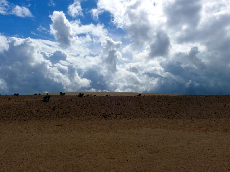 Nubes y dunas en Fuerteventura