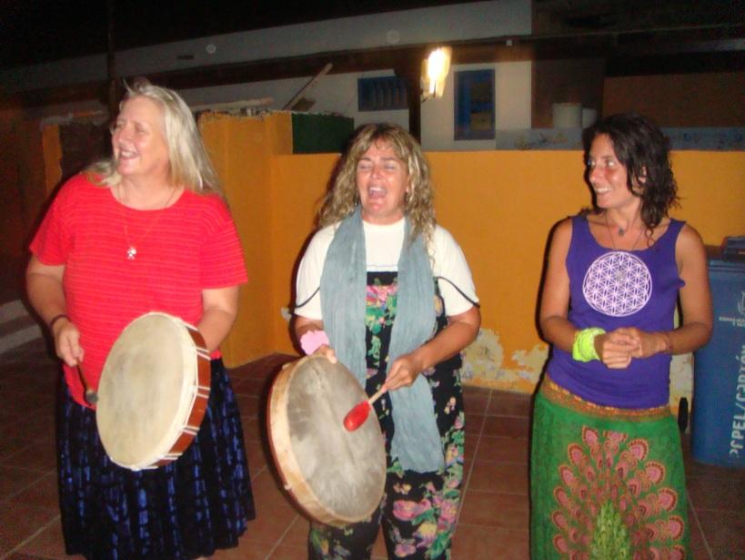 Hermanas Tortuga cantando cancioncillas